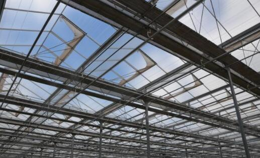 Why should agricultural glass greenhouses be ventilated